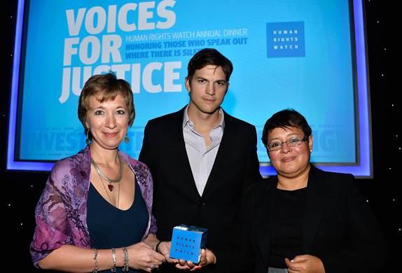 Natalia Taubina, Ashton Kutcher and Alina Diaz at the Human Rights Watch Voices for Justice Dinner. Photo: Maya Myers.