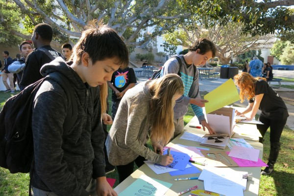 SAMOHI students take action for the EMUS campaign. Photo by Coralie Hentsch.