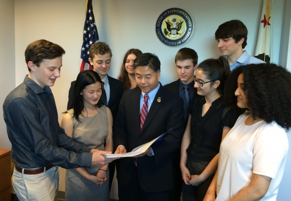 Students present thank you letters to Congressman Lieu for his work on refugee rights. Photo by Ashley Dominguez.