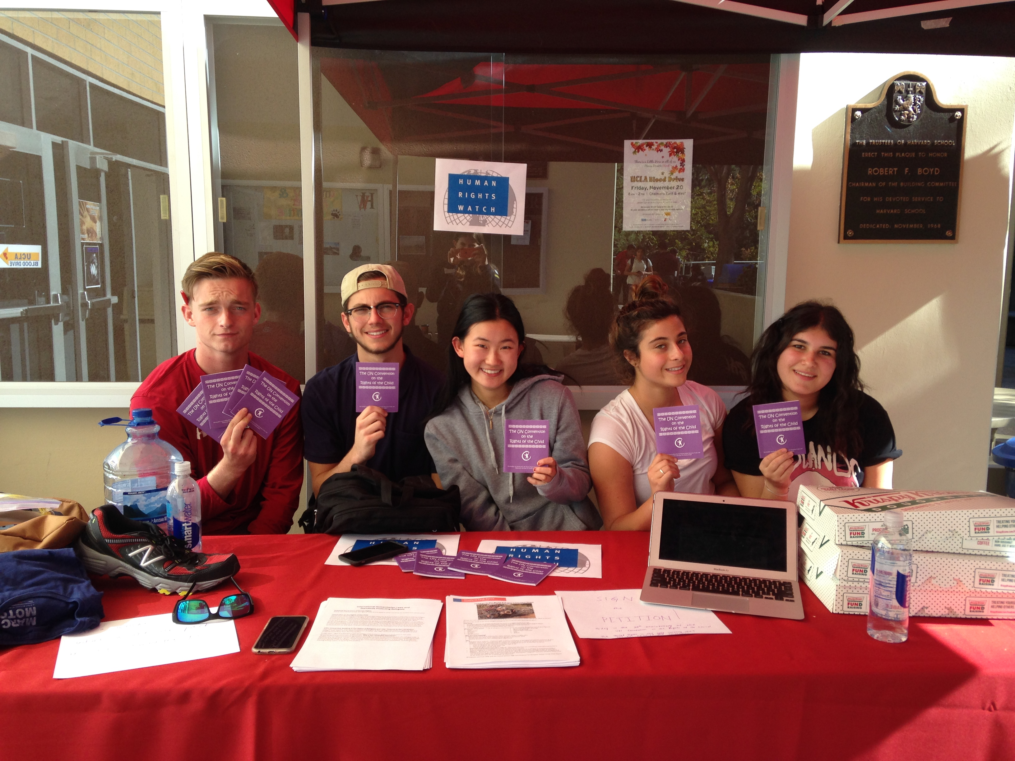 Participants encouraged the US government to ratify the CRC at Harvard-Westlake. Photo by Mary Garvey.